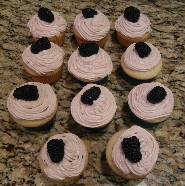 2014-04-18 Mia made cup cakes